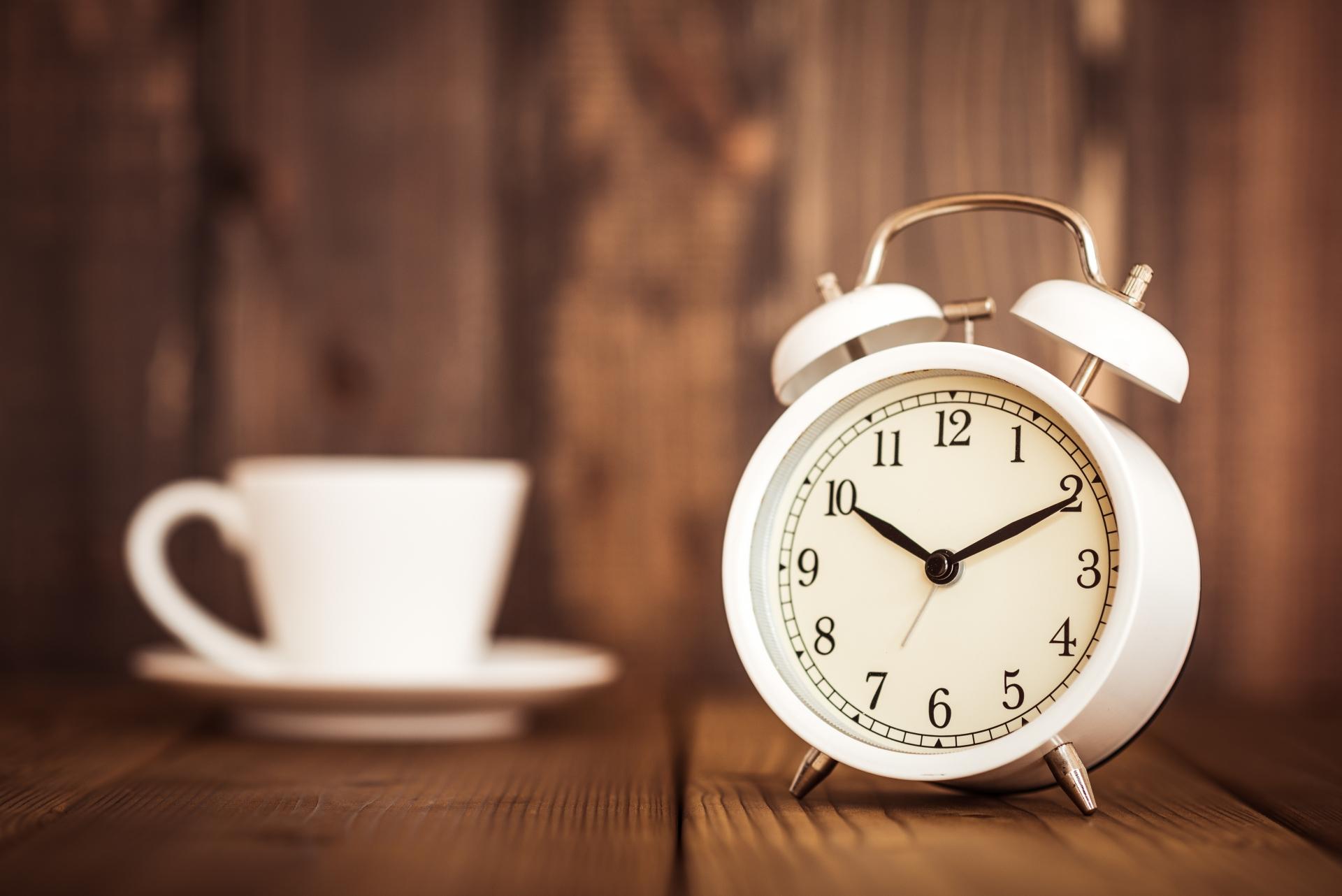 寝付けない原因は?「体内時計」「睡眠圧」がポイント