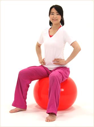 腰痛予防にバランスボールでデスクワーク