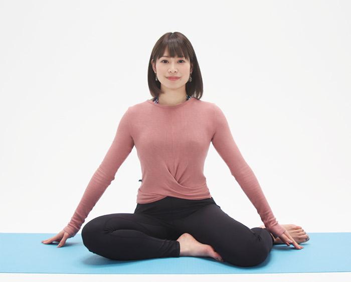 お尻を左側に置いて、横座りの姿勢で座ります