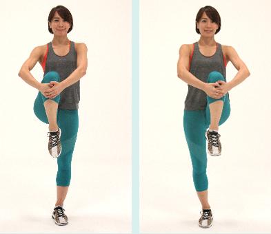 体を右に倒して体側を伸ばします。