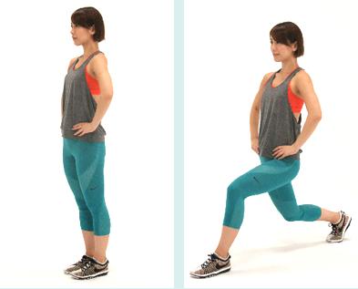 右足を大きく後ろに引いて、足を前後に開きながら両ひざを曲げます