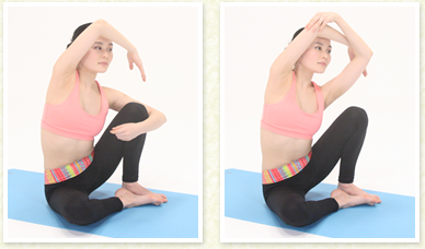 一番伸びた体勢をキープしたまま、肘を曲げて手先を下ろします