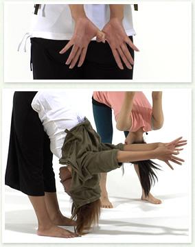 肩甲骨を寄せる運動
