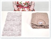 セーターを薄紙で包んで中包みをします。厚手のセーターは薄紙を二枚重ねで使用します。