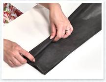 端から4~5cm幅のじゃばらに折ります。