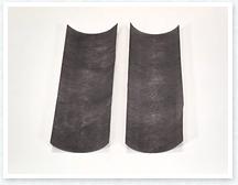 10㎝×25㎝ほどの大きさにカットした不織布を2枚用意します。