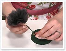 ワイヤーの場合はフローラルテープを巻くとよりきれい