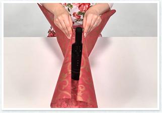 ボトルの高さ分ある不織布を用意します。