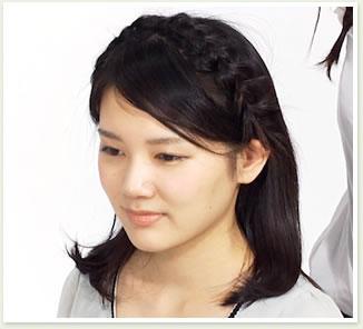 後ろの髪を、上からかぶせたら完成。