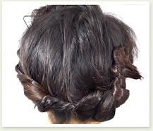 ピンの数は、髪のボリュームに合わせて適宜調整する。