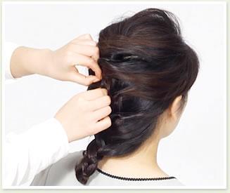 編み目から毛束を少しつまみ出すようにしてルーズ感を出して完成。