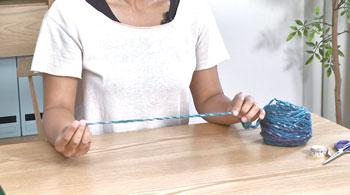 完成時のマフラーの幅の3倍ほどの長さの糸