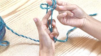 左親指の糸は外します。