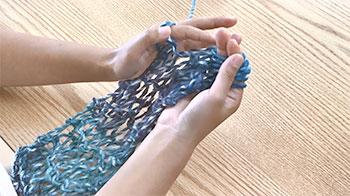 2玉分の45cmの長さになるまで繰り返し編みます。