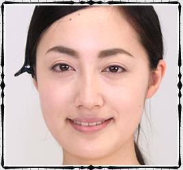 年齢が上がると、眉毛が薄くなり、眉と目の間隔も変わってきます