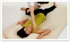 足と腰のストレッチ