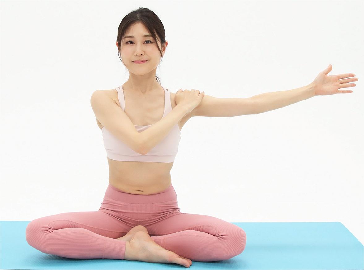 次は、首の前や横の筋肉を緩めます。