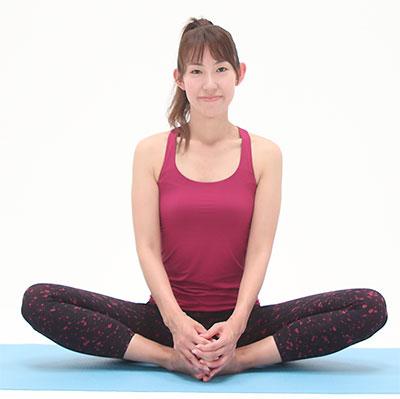 パタパタしながら、股関節周り、内転筋、骨盤周りの筋肉を緩めましょう。