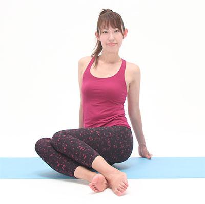 息を吐きながら、足を左右にパタパタと倒します。