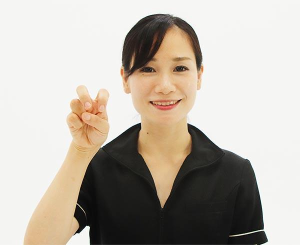 顎下リンパ節から耳下腺リンパ節に向かって流します。