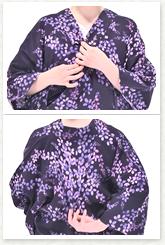 とも衿の切り替え部分を合わせて持ち、背中の縫目を下げ、こぶし1個分程度衣紋を抜きます※。