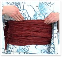★帯板がベルト付きでない場合、ここで帯と帯の間に差し込みます。