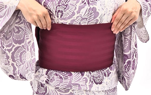 ★帯板がベルト付きでない場合、ここで2枚の帯の内側に差し込みます。
