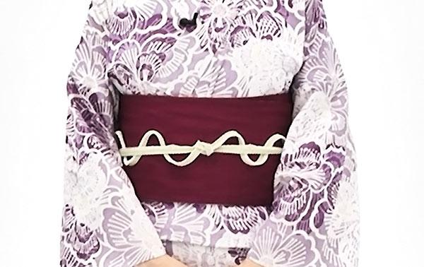 余った帯締めは、波型になるように上下交互に挟み込んだら完成です。